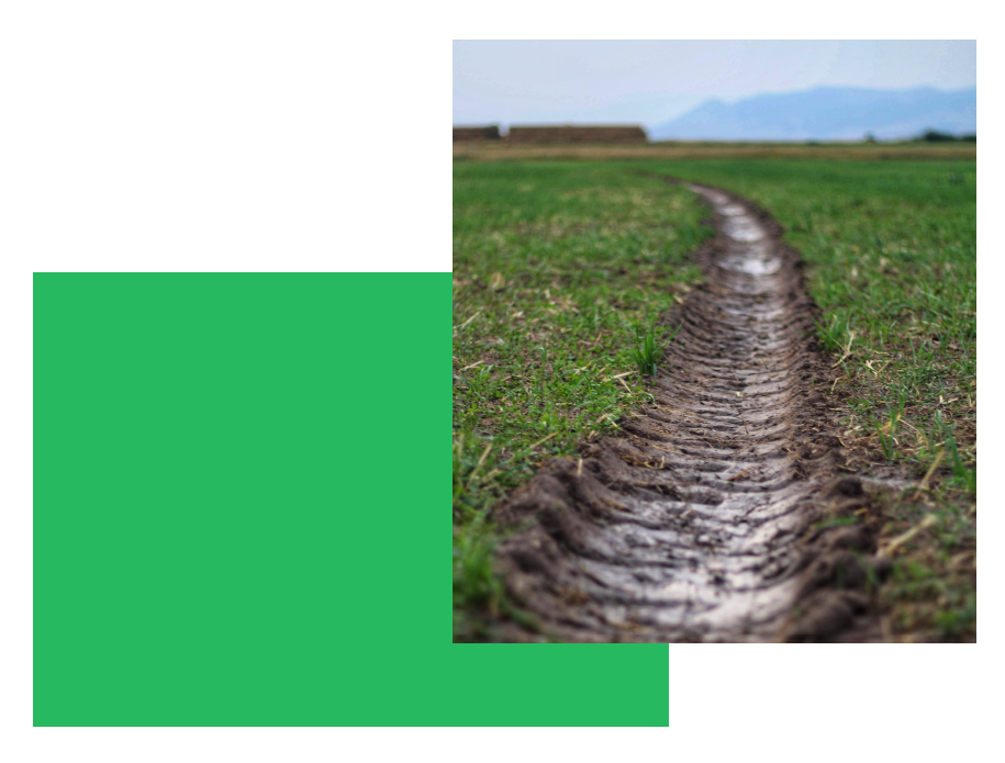 bandenspoor in de modder zoals ingesleten patronen bij een team