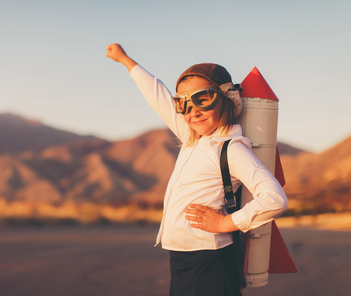 ambitieus meisje met raket op haar rug als metafoor om van gedoe naar groei te gaan